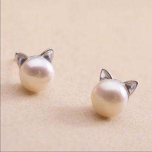 Jewelry - Cat pearl stud earrings